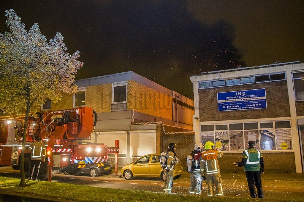 Zonwering In Rotterdam : Grote brand in rolluikenhandel industrieweg rotterdam flashphoto nl