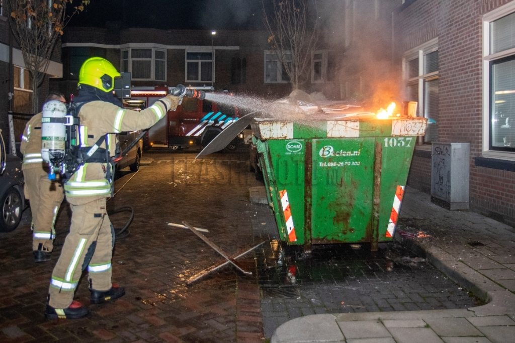 Brand in bouwcontainer Filips van Bourgondiestraat Schiedam - Flashphoto NL