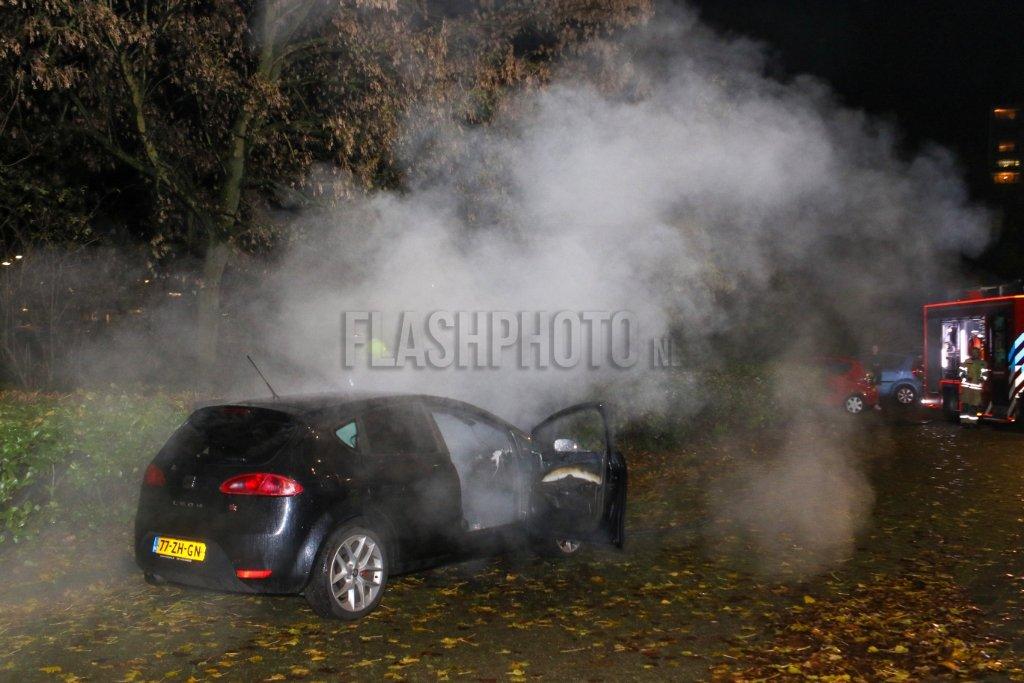 Brandstichting in auto Dillenburgsingel Vlaardingen - Flashphoto NL